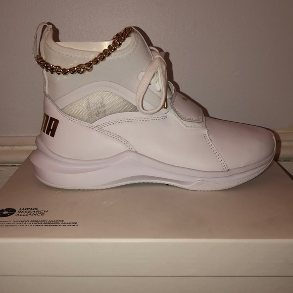 9a9816fd90f5a2 WHITE AND GOLD PUMA SNEAKERS US 5.5. NWT